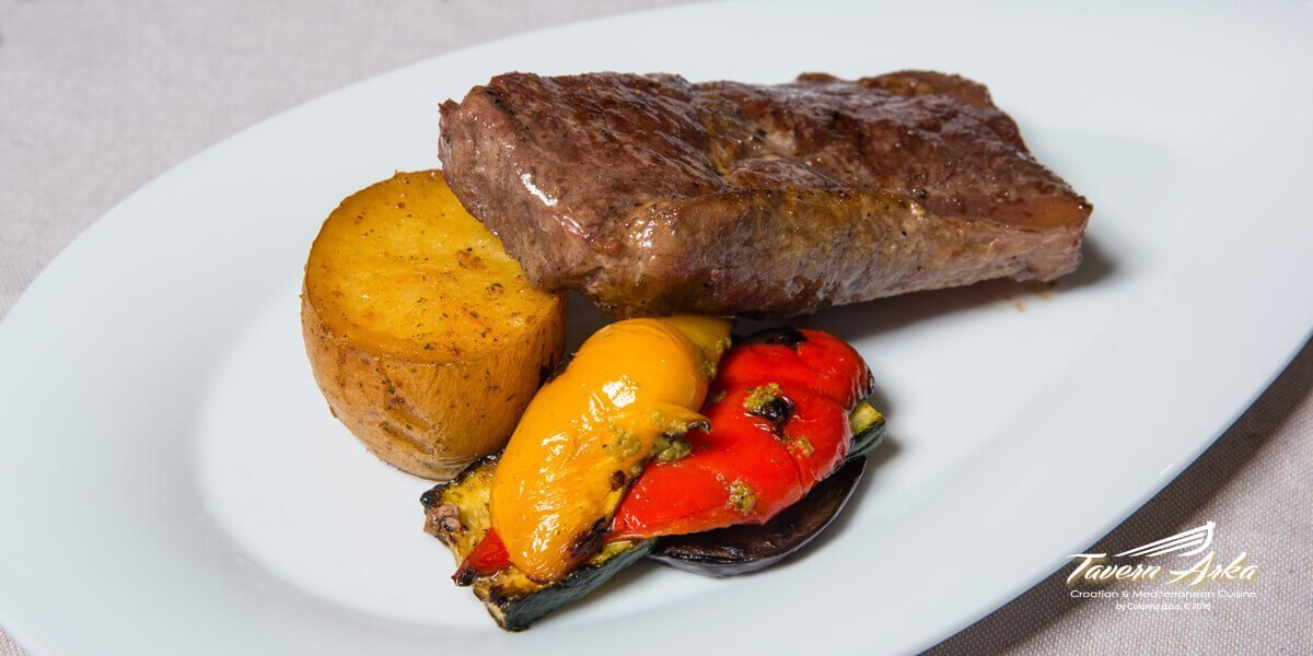 Rump steak sirloin 300g potatoe vegetables closeup tavern arka zaton dubrovnik