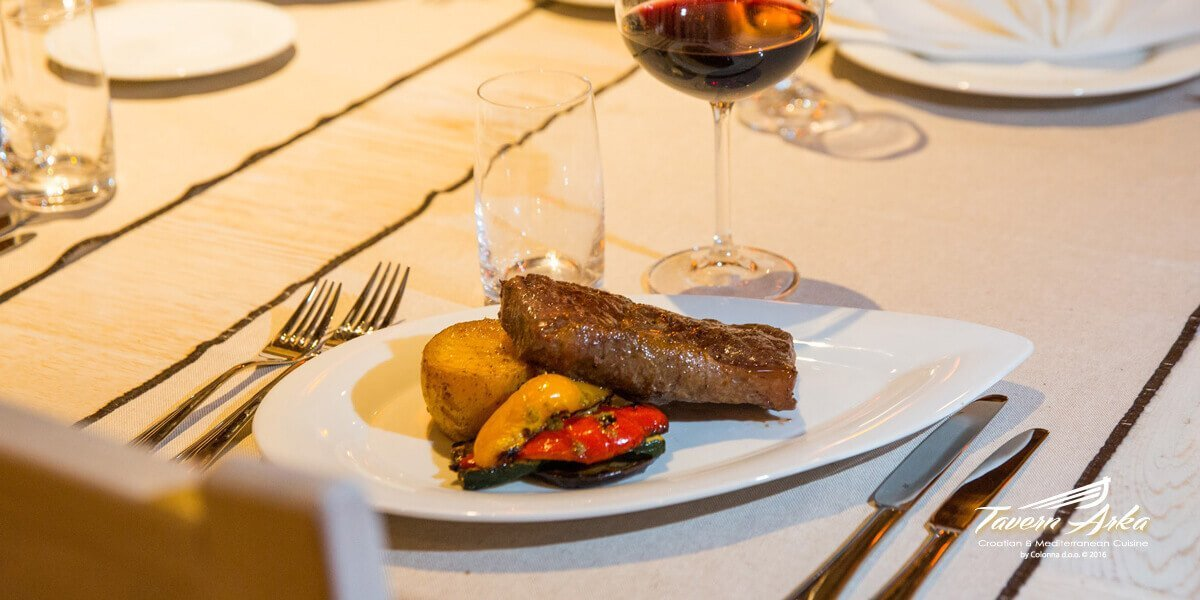 Rump steak sirloin 300g potatoe vegetables served tavern arka zaton dubrovnik