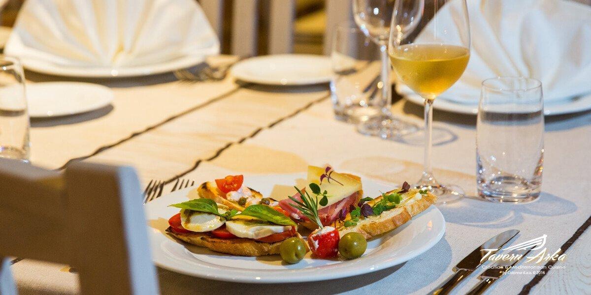 Bruschetta prosciutto prawns sprouts mozzarella serving tavern arka zaton dubrovnik