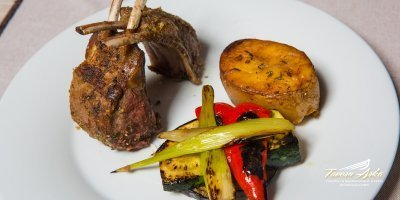 lamb chops cutlet potato vegetables closeup tavern arka zaton dubrovnik