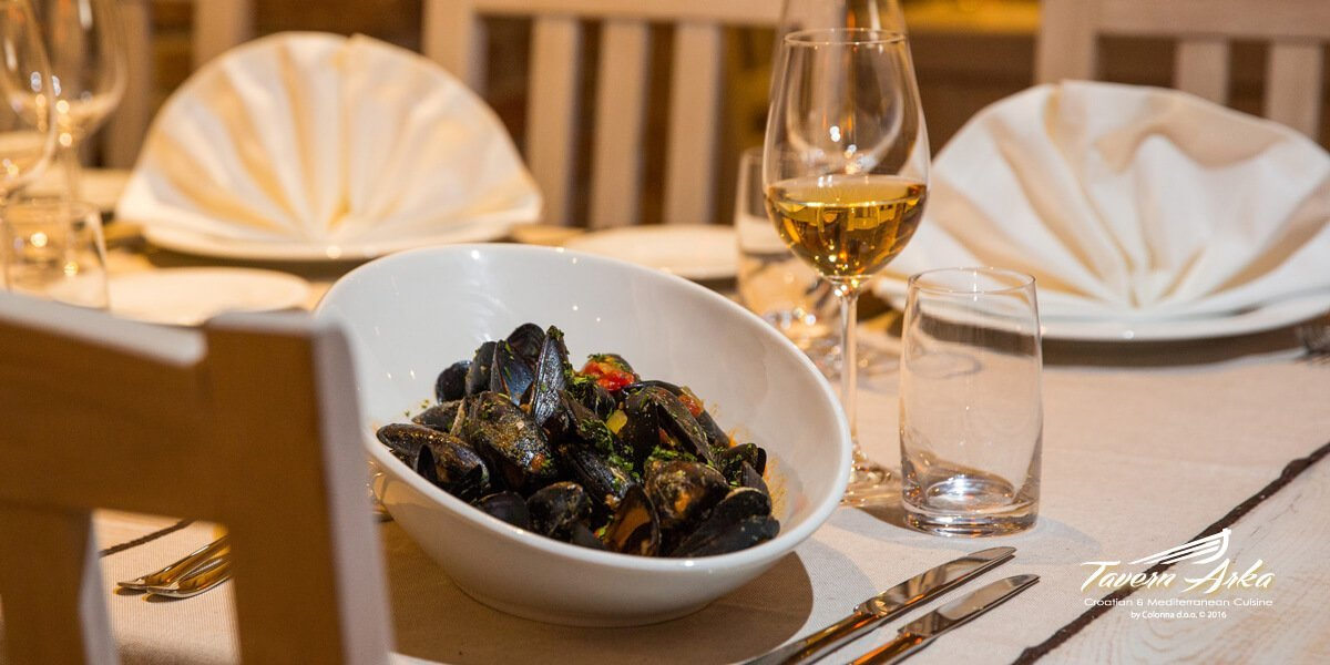 Mussels alla buzara served tavern arka zaton dubrovnik