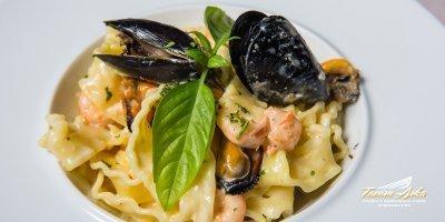 Pasta mare home made tagliatelle mussels prawns closeup tavern arka zaton dubrovnik