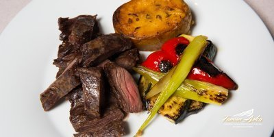 Skirt steak potatoe vegetables closeup tavern arka zaton dubrovnik