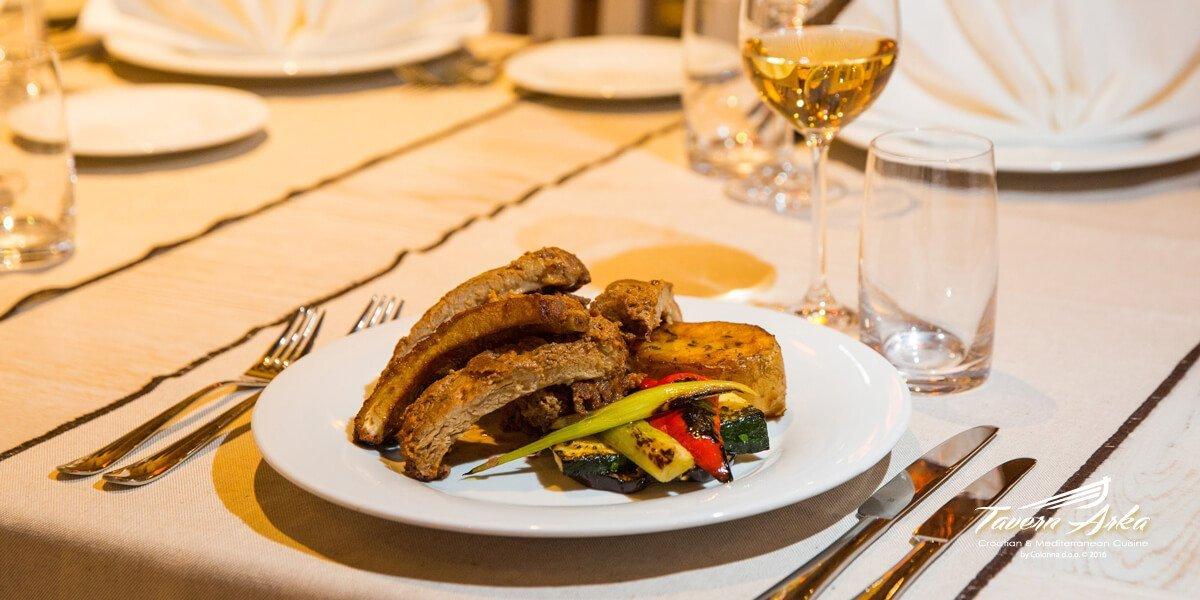 Spare ribs potatoe vegetables serving tavern arka zaton dubrovnik