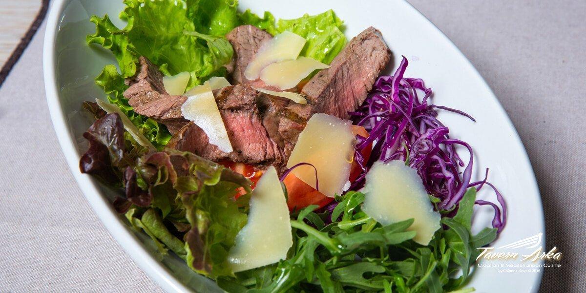Steak salad arugula tomato parmesan closeup tavern arka zaton dubrovnik