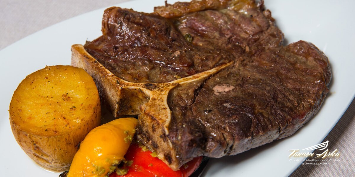 T-bone steak 500g potatoe vegetables closeup tavern arka zaton dubrovnik